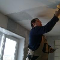 какой шпатлевкой шпаклевать потолок