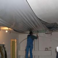 снять натяжной потолок своими руками