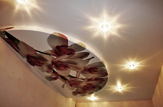натяжные потолки в гостиных фото