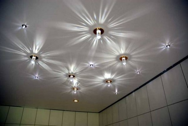 натяжные потолки/точечные светильники расположение