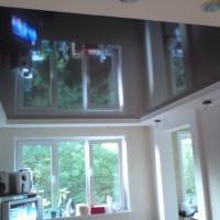 натяжные потолки в комнате фото