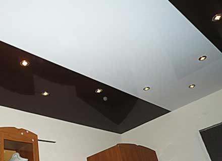 Натяжные потолки двухцветные фото