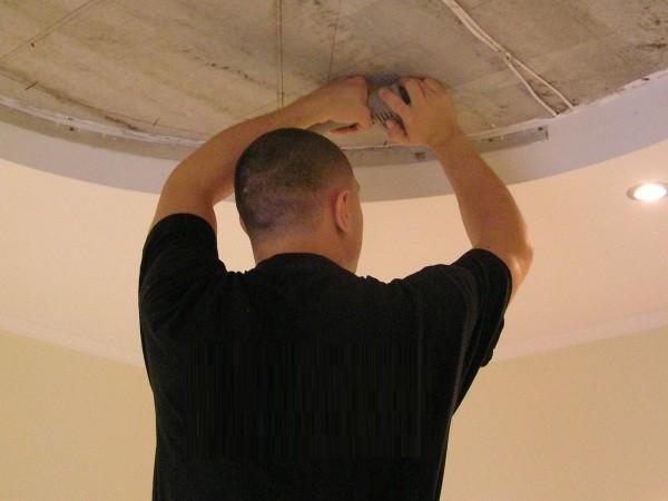 как монтировать натяжные потолки видео