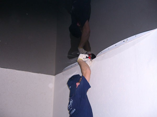 как сделать натяжной потолок видео