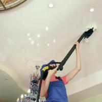 как помыть матовый натяжной потолокКак мыть натяжные потолки?